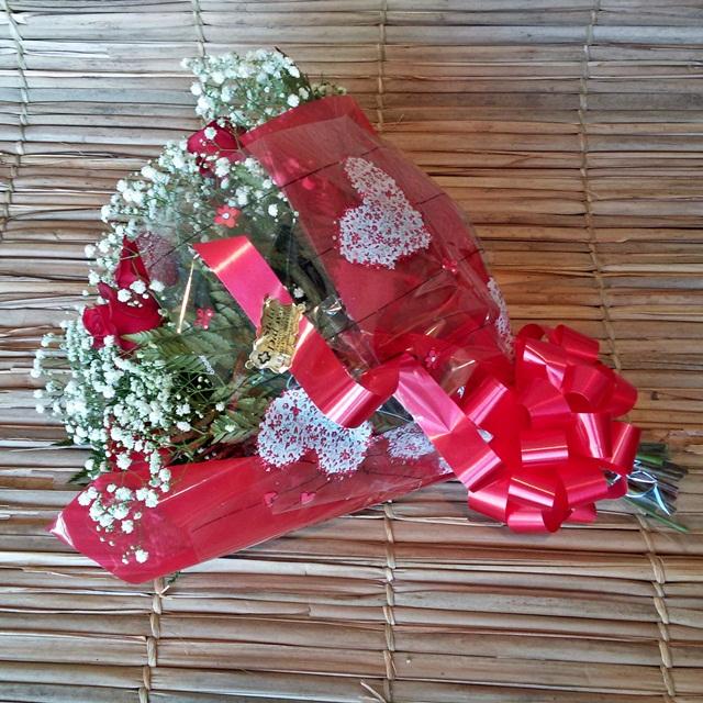 Buque 6 rosas vermelhas carolas