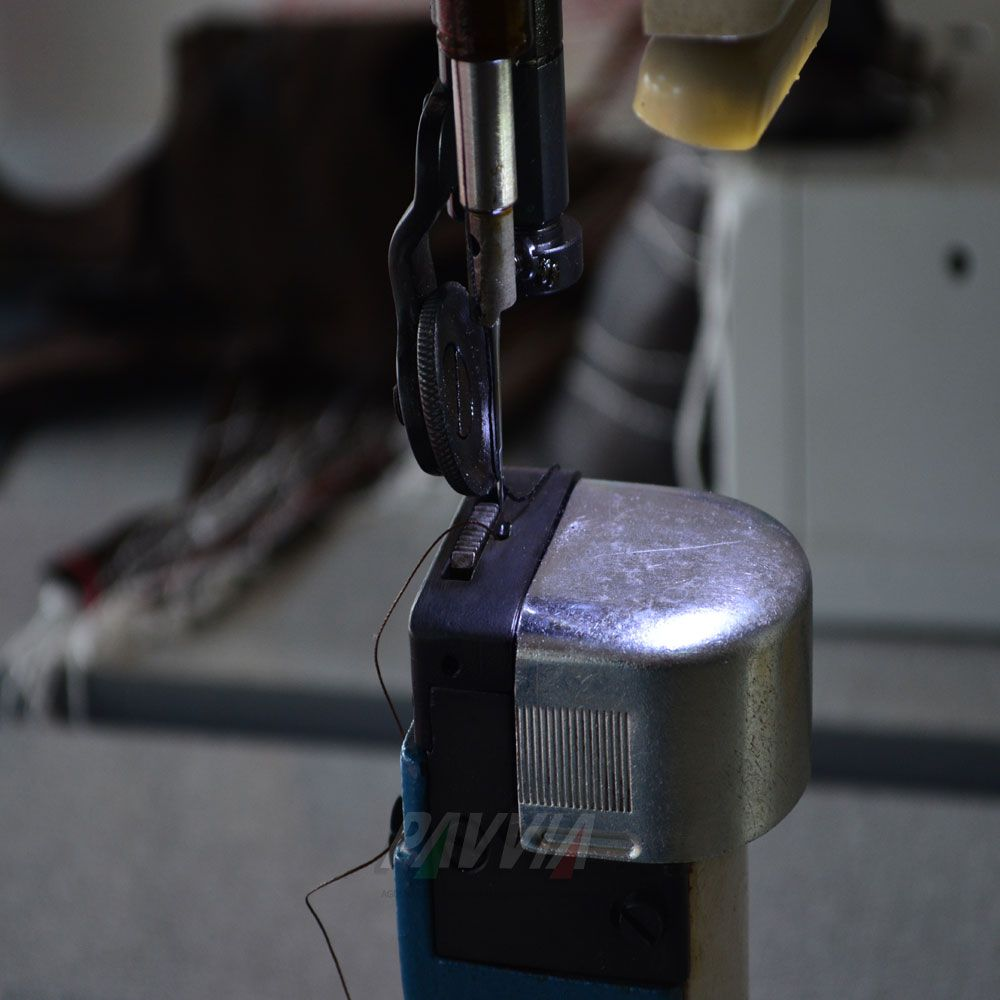 Máquina de costura de coluna IVOMAQ CI 3000 - 1I transporte Simples   - Pavvia Agulhas e Peças