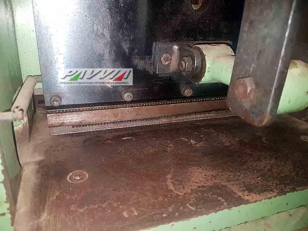 Máquina de perfurar materiais sintéticos e couros Klein