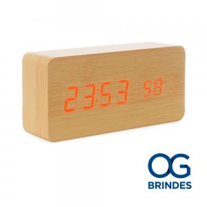 Relógio de Madeira com Display LED Personalizado