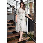2784 - PLUS SIZE - Vestido em crepe bubble com rendas e estampa exclusiva.