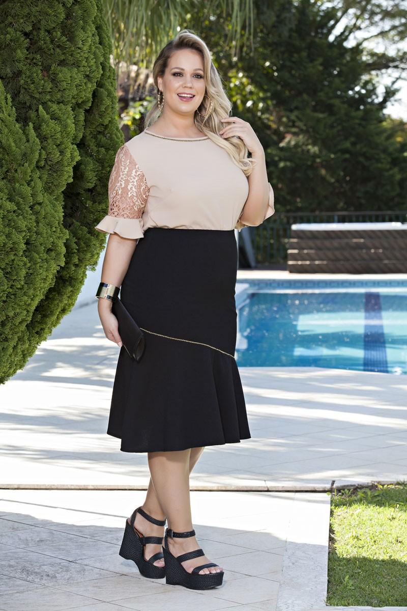 2024- Conj: plus size blusa em crepe web manga de renda saia em crepe batton forrada e aplicação  e dourado saia e blusa