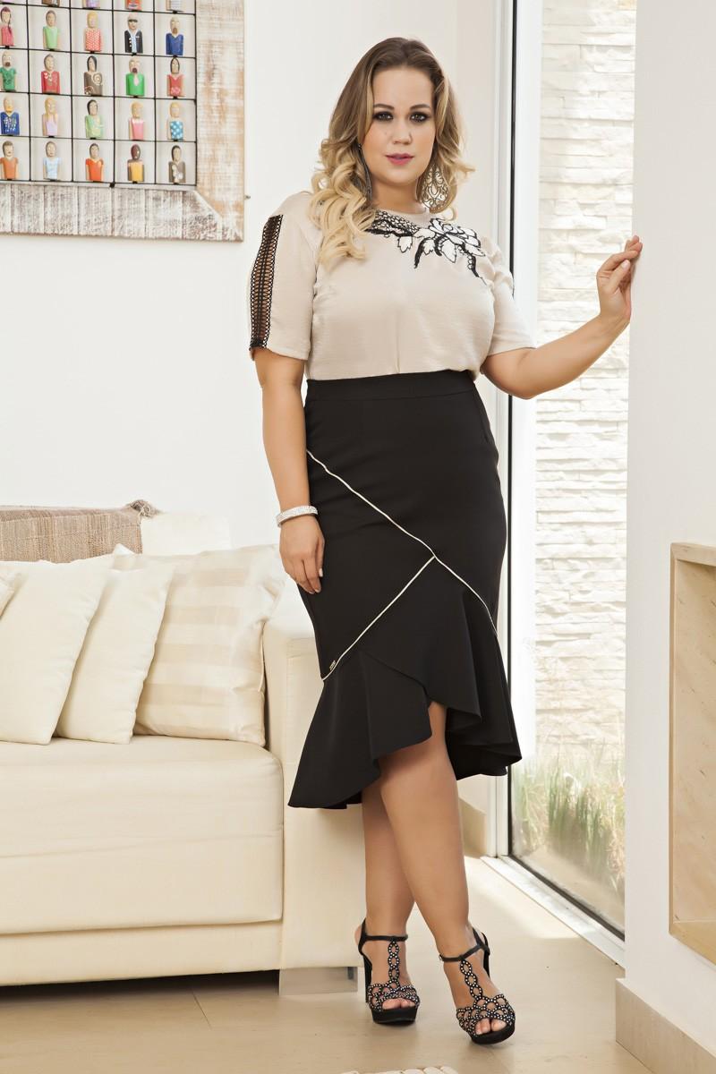 2112- Conj: plus size blusa c/ guipier e saia em alfaitaria c/ forro det. babados
