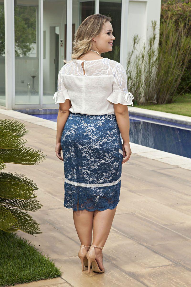 2119- Conj: plus size blusa em crepe bordado e saia em renda c/ forro