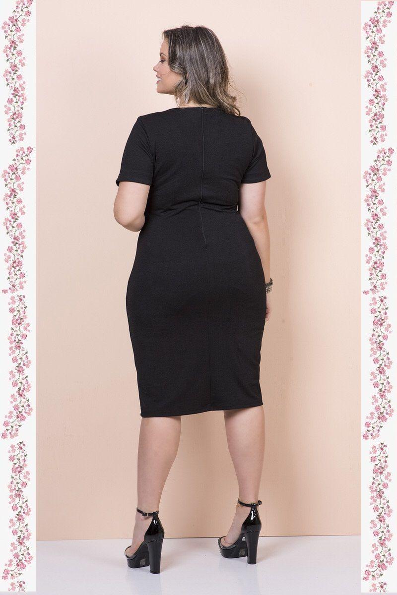 2346- Vestido  plus  size em malha crepe aplique decote
