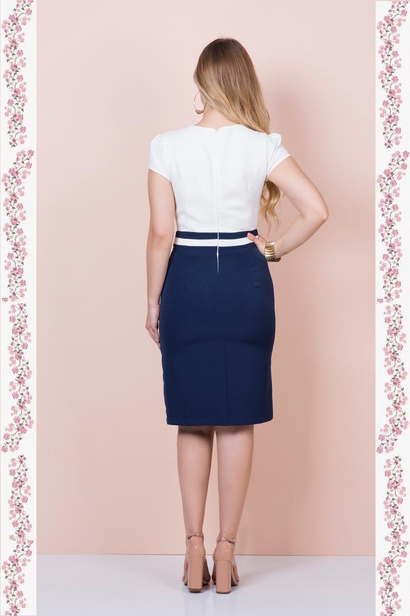 2371- Vestido em alfaiataria com detalhes bordados no decote