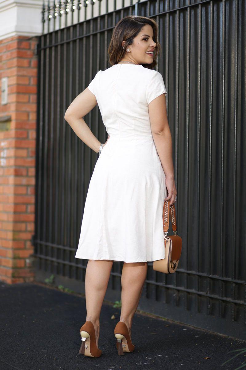 2591- Vestido Lady Like em linho com abotoamentos frontais