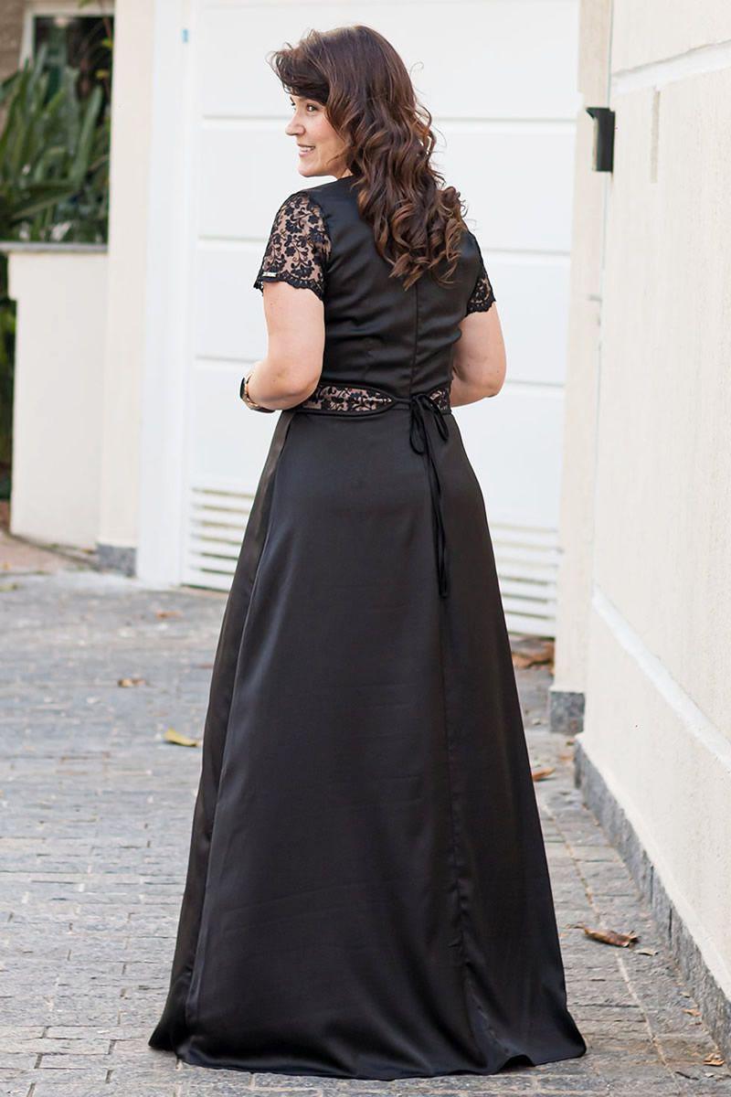 2606 - Vestido Plus Size longo em crepe cetim com detalhes em renda (PRODUTO NA PROMOÇÃO NÃO TEM DESCONTO NO PAGAMENTO A VISTA)