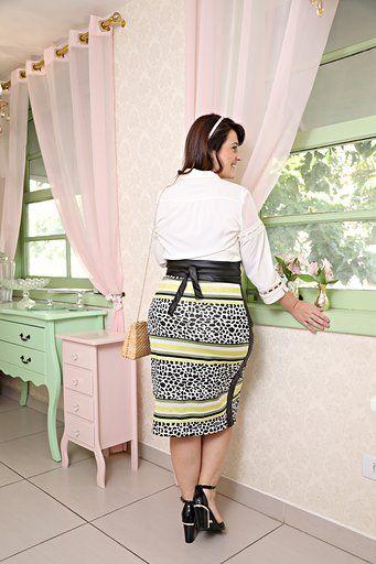2623 - Camisa Plus Size em seda com elastano, detalhes em renda e tule no ombro
