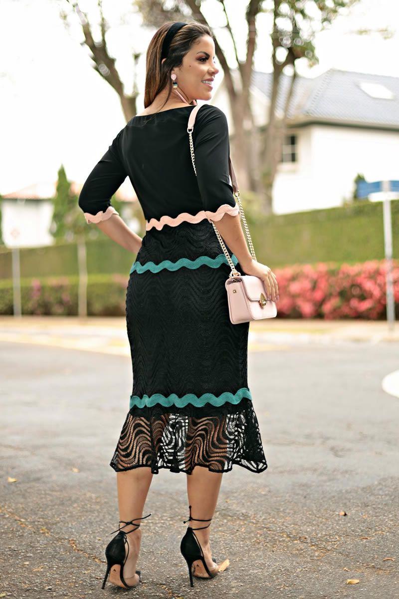 2655 - Vestido em renda com detalhes em sianinha colorida