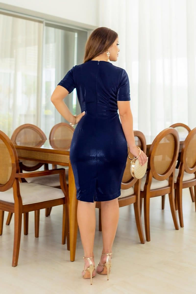2785 - Vestido em montaria com brilho e detalhes de corrente na cintura.