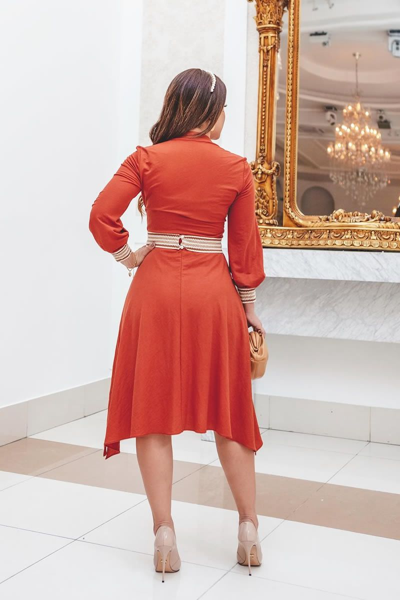 2817 - Vestido em malha rayon lady like com detalhes no punho. Acompanha Cinto.