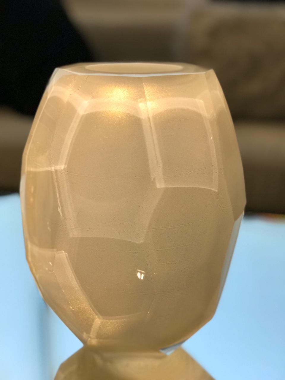 Vaso Tortuga Lapidado - Branco com Ouro G
