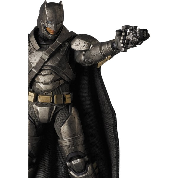 Boneco Armored Batman: Batman Vs Superman Dawn Of Justice: MAFEX - Medicom
