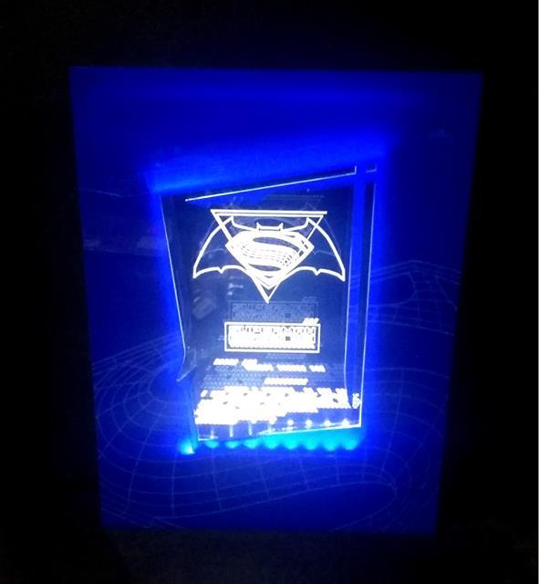 Luminária Quadro Batman Vs. Superman: Kryptonian Race - FP Design  - Toyshow Colecionáveis
