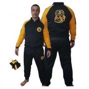 Agasalho Karate Cobra Kai preto com detalhes em amarelo + Brinde