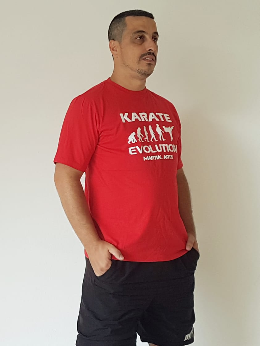 Camiseta Karate Evolution cores com estampa na frente