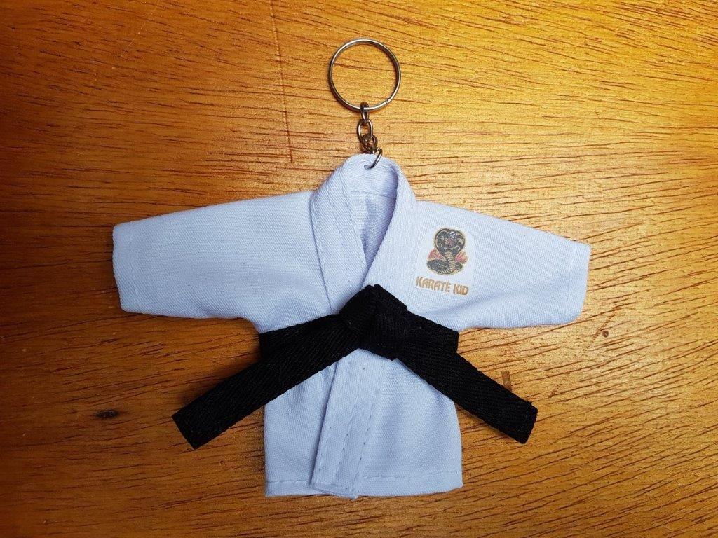 Mini Kimoninho Branco Karate Kid c/corrente e argola