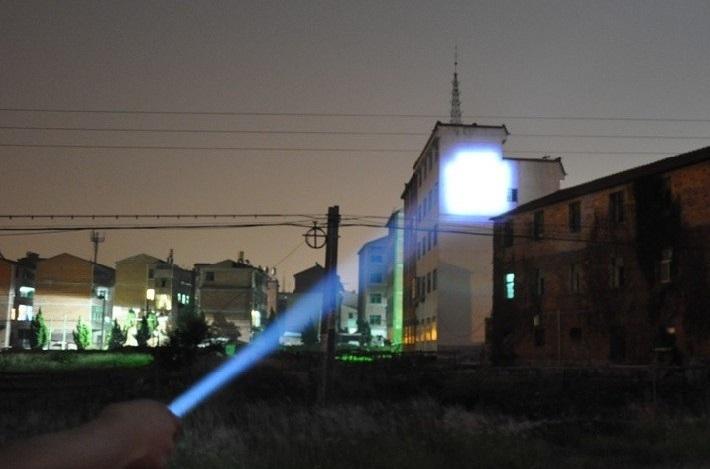 Lanterna Tática 700 Lúmens Led Cree Q5 Zoom 2000x
