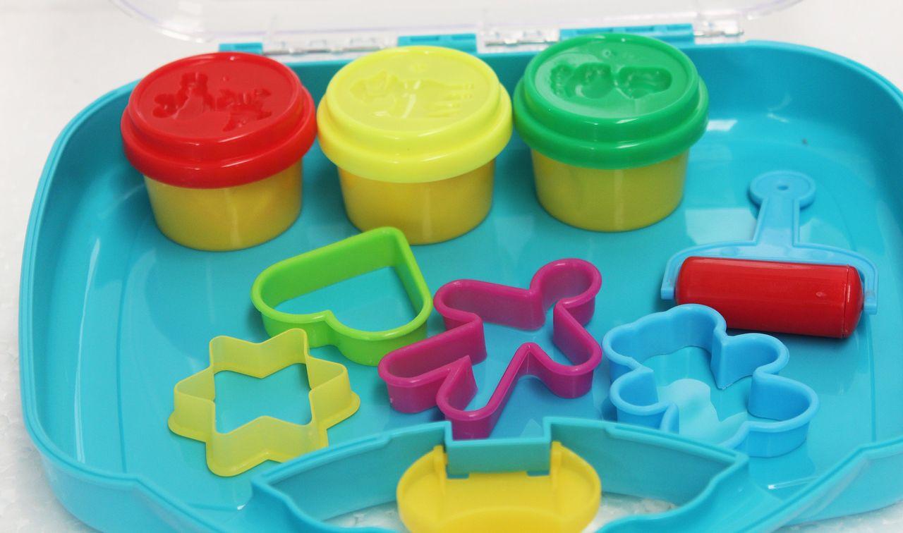 Kit Fábrica De Massinha Modelar Na Maleta Infantil Forminhas Menina Menino Rolo Plástico Certificado Inmetro + 3 Anos VB402 Original Vip Toys