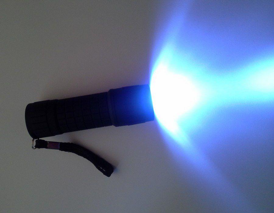 Mini Lanterna Led Emborrachado Preta