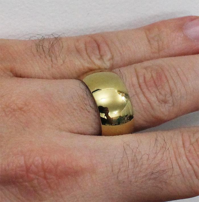 Aliança de Aço-Titânio Gold com 10mm de largura