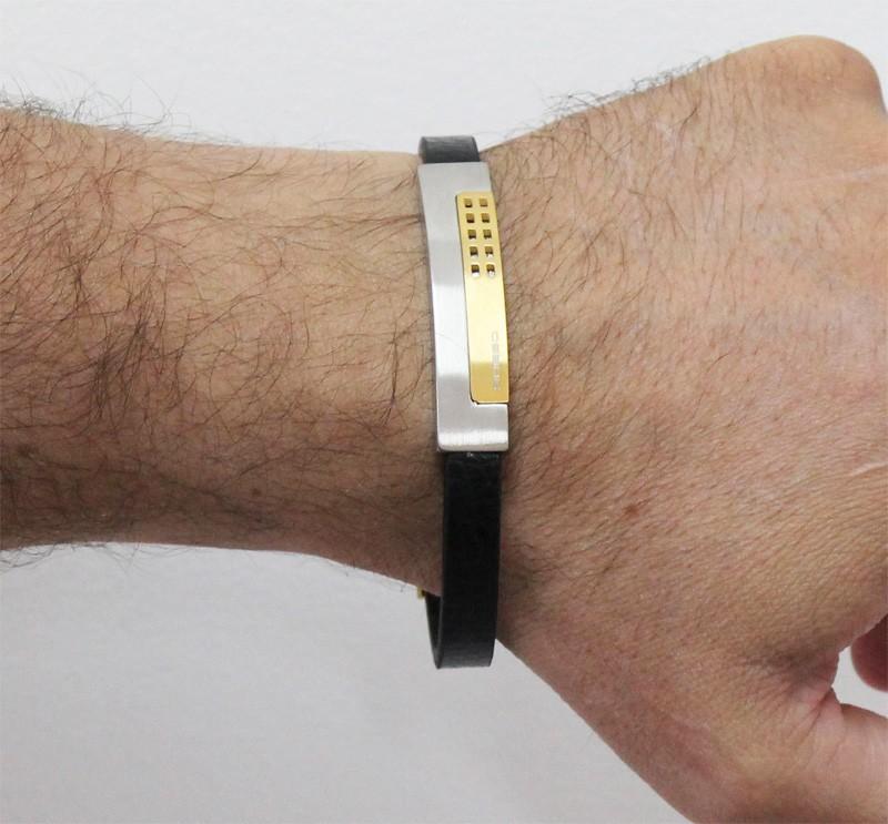 Bracelete Rosso de Couro Preto Com Placa Gold e Fecho Magnético