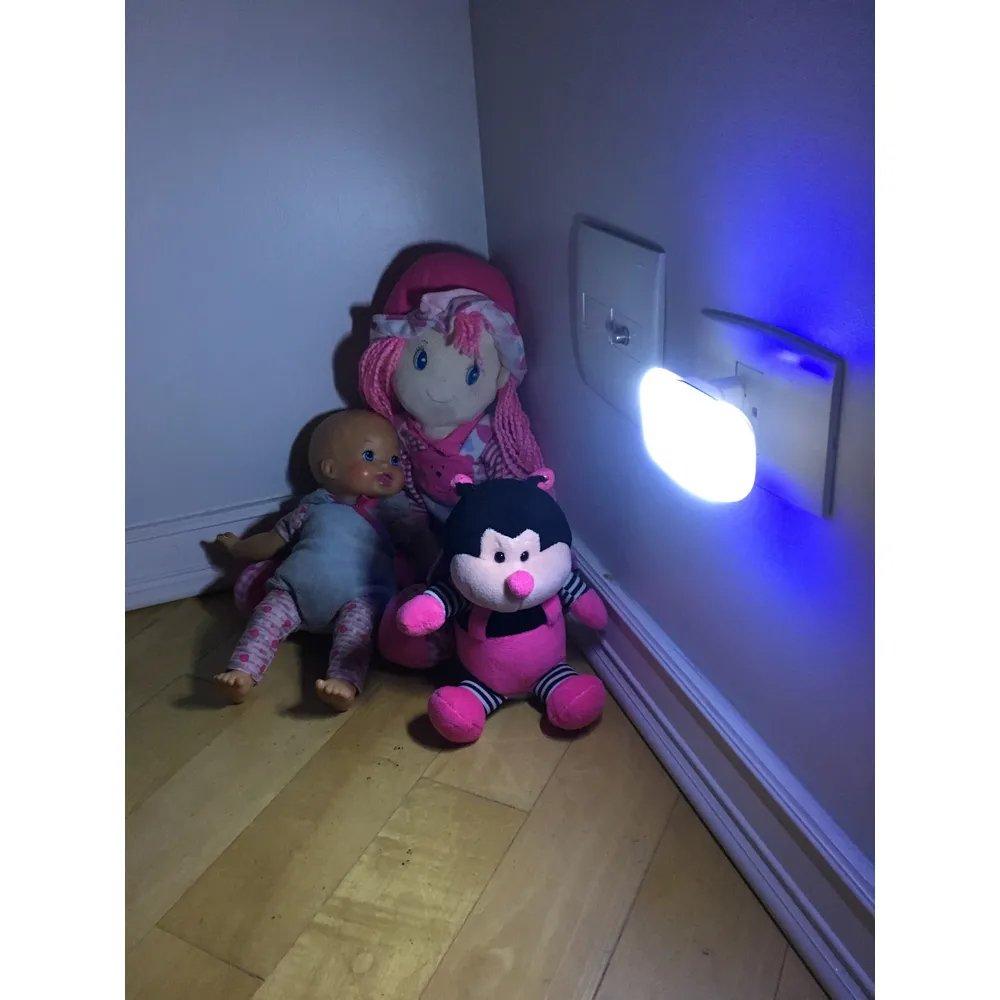 Luz Noturna LED com Sensor de Presença Bivolt