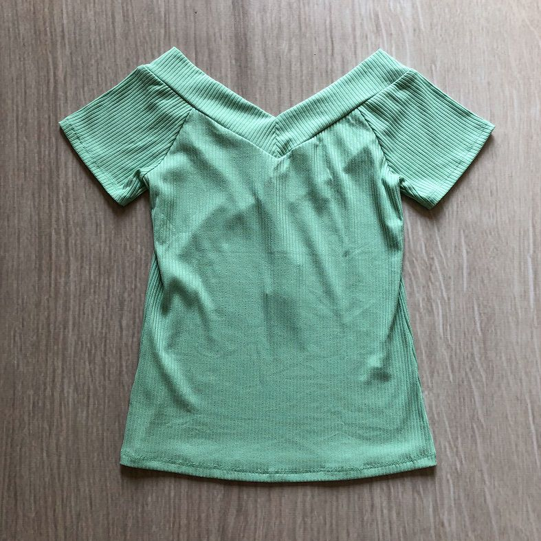 Blusa Canelada Decote V Verde Água