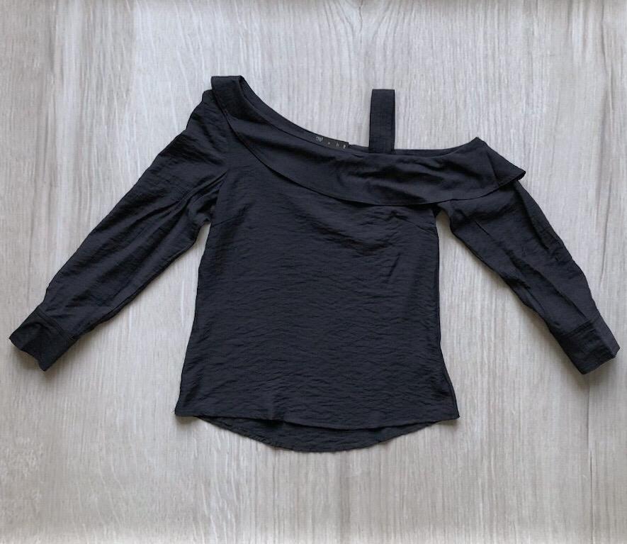 Blusa Decote Assimétrico Preta
