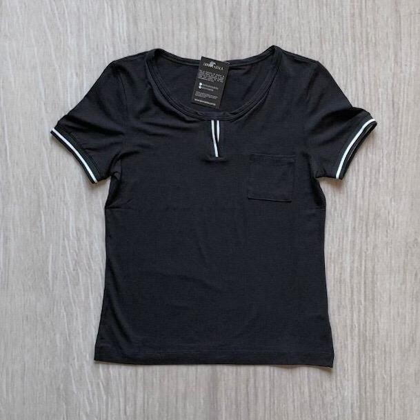 Blusa Detalhe Decote Listras Preta