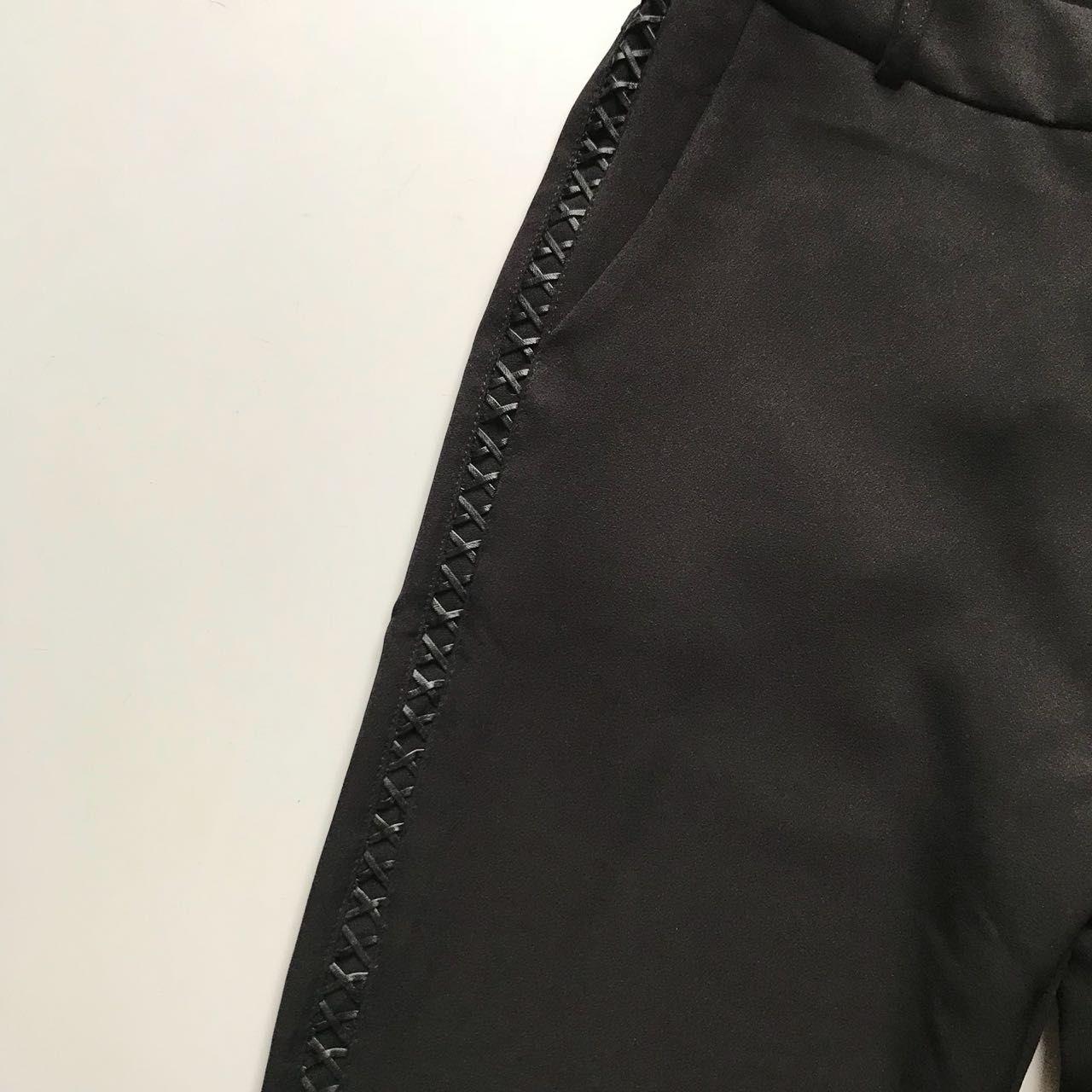 Calça Flare Detalhe Lateral
