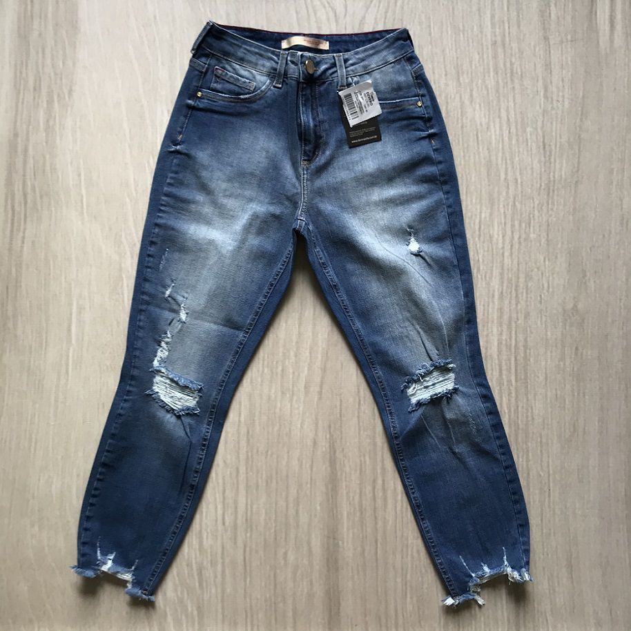 Calça Jeans Cropped Destroyed