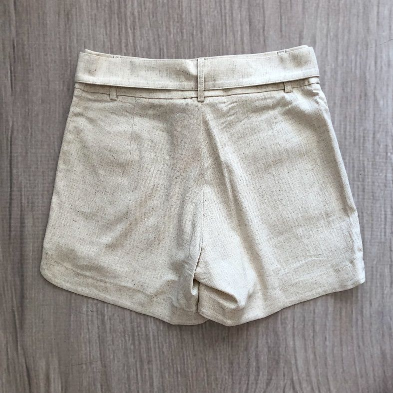 Shorts Giovana Areia
