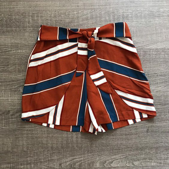 Shorts Listrado Laço