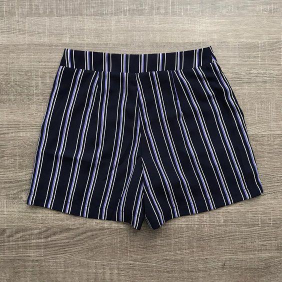 Shorts Listrado Pala Botões Marinho