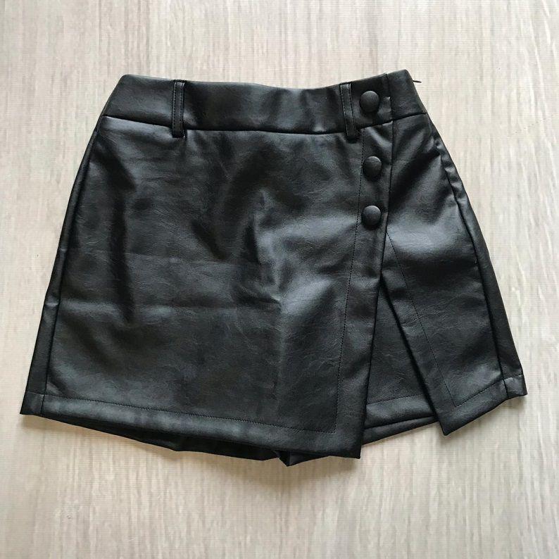 Shorts Saia Couro Eco