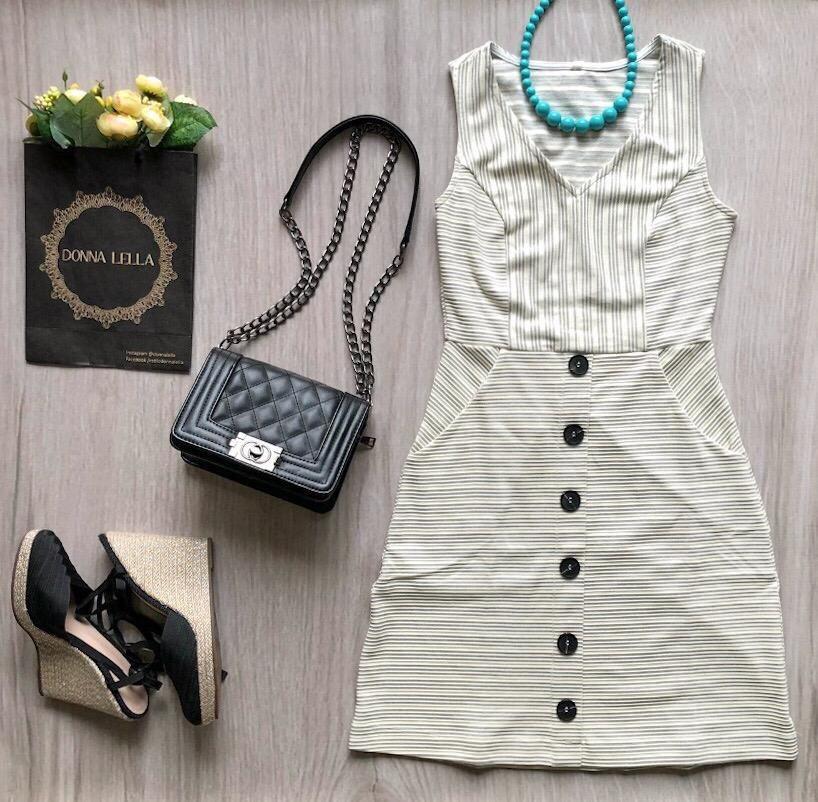 Vestido Recortes Listras