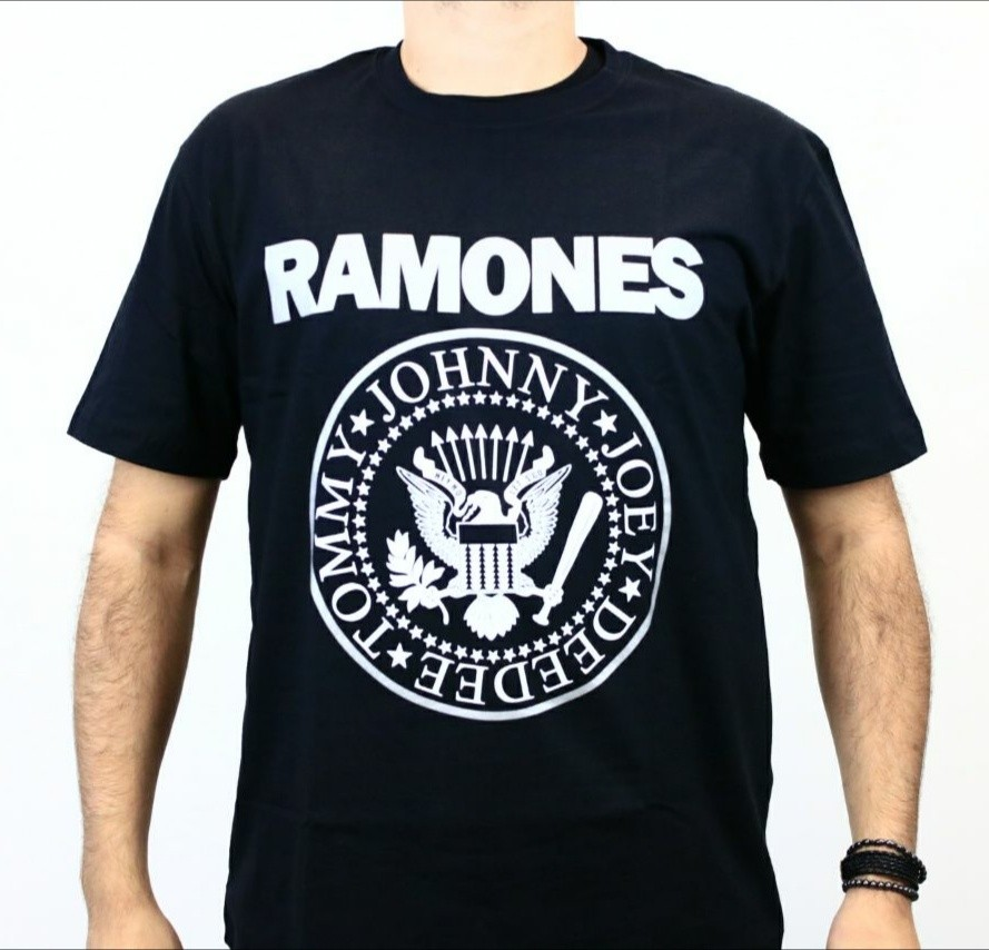 Camiseta Ramones Logo prata Preta