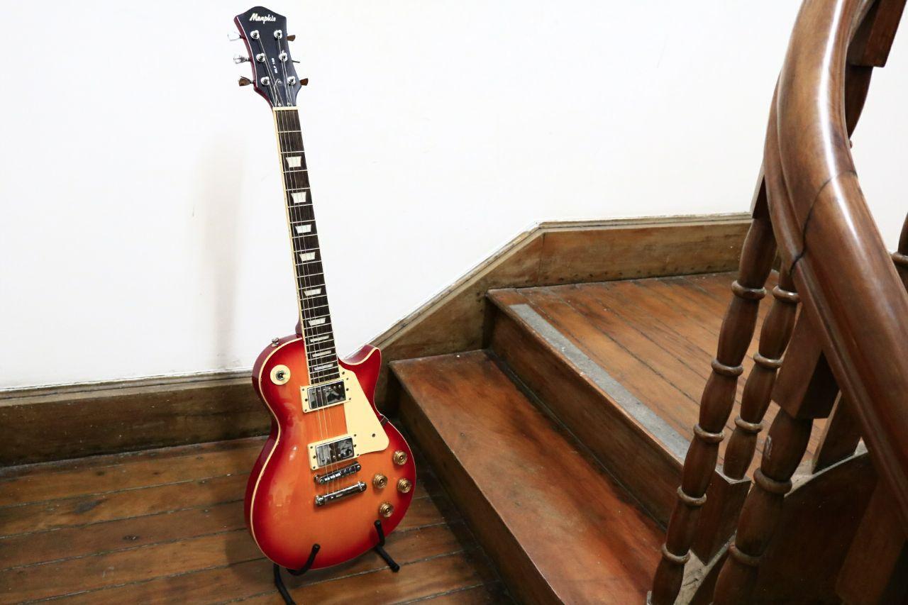 Guitarra Memphis Lespaul usada