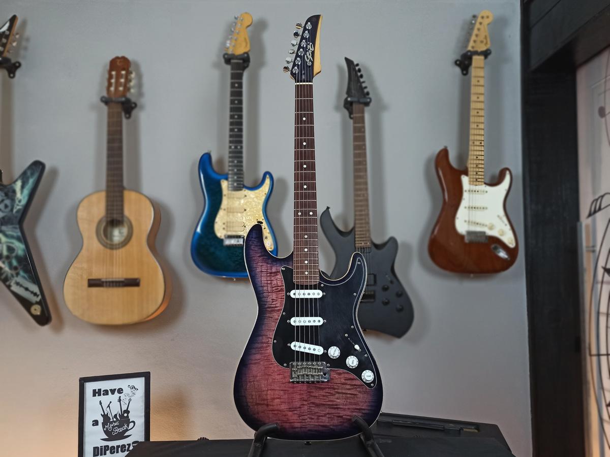 Guitarra Seizi Super Strato Custom - Usada