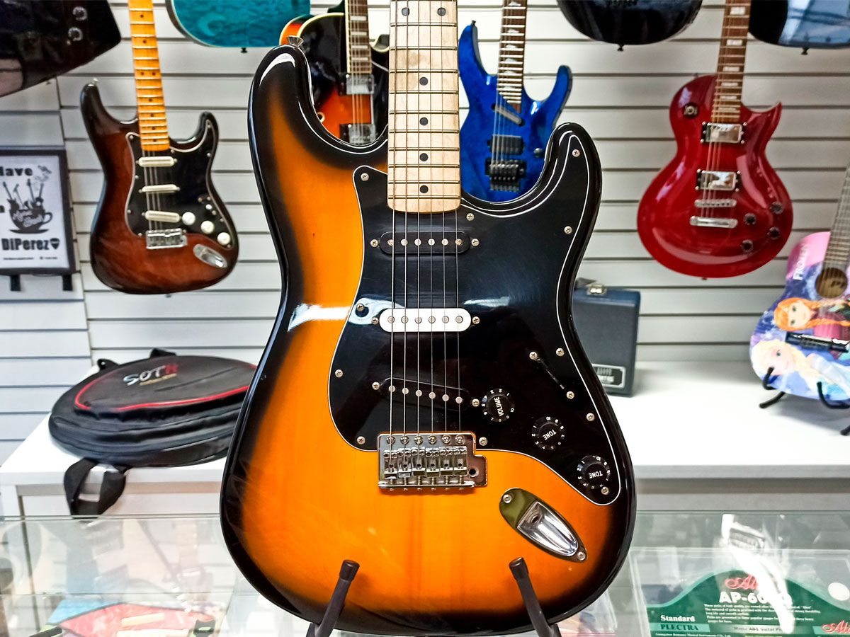 Guitarra Strato Fender Squier Affinity - Sunburst – Usada