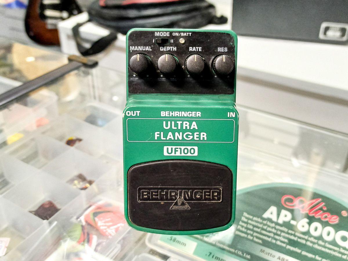 Pedal Ultra Flanger Behringer - UF100 - Usado