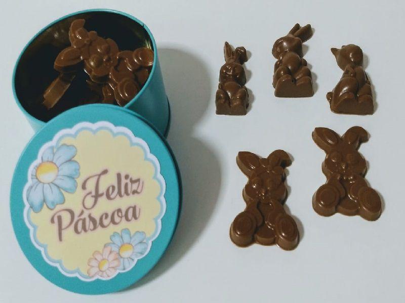 Brinde de Páscoa - Latinha com mini coelhinhos de chocolate belga