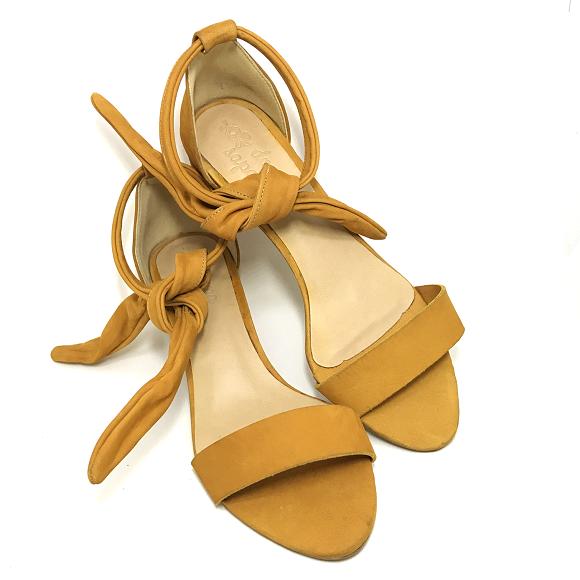 Sandália Couro Suede Ivy Salto Bloco Baixo Amarela Açafrão Detalhe de Laço