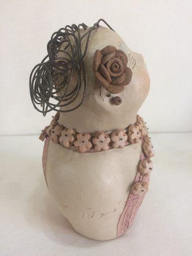 Boneca Cabelo Arame Colar De Flores Artesanal Decorativo