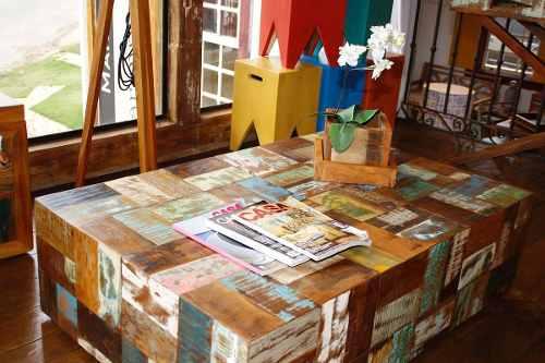 Mesa De Centro modelo Retalho em Madeira De Demolição Medindo 1,00x80x35