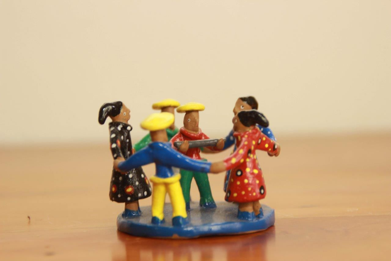 Artesanato Miniatura Dança de Roda Decorativo Frete Grátis