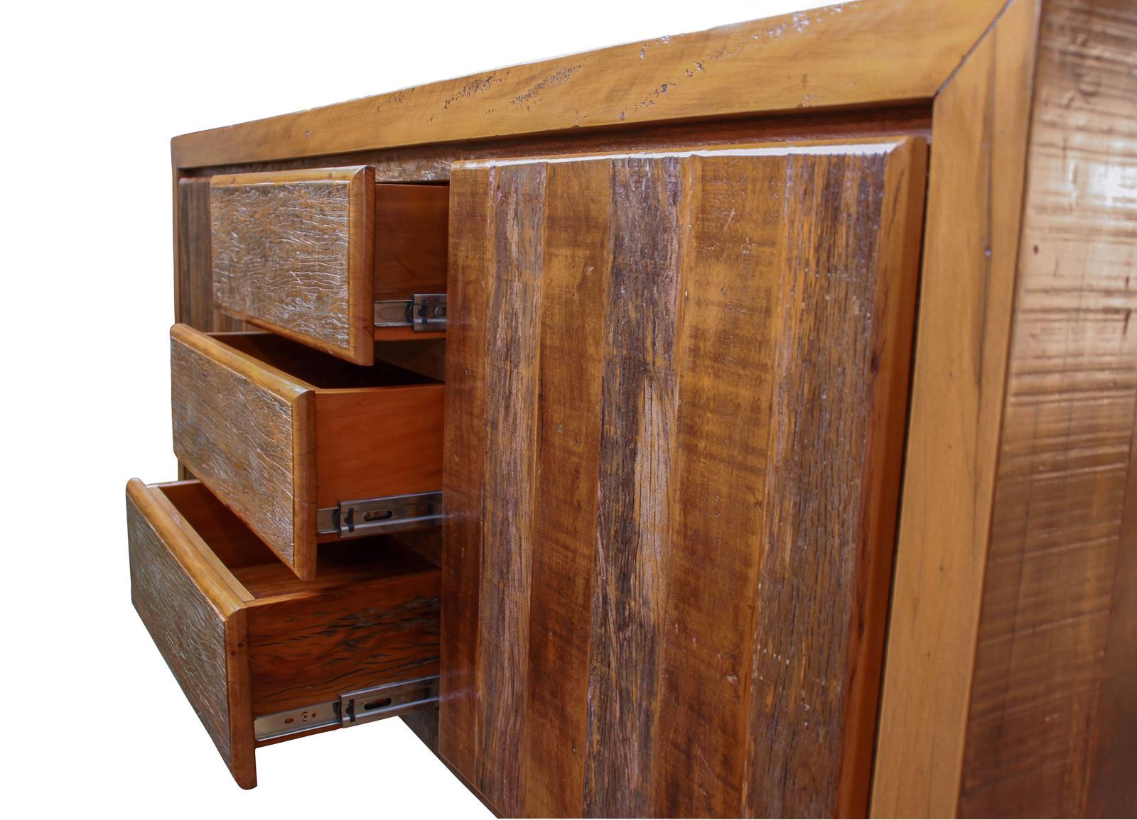 Buffet 2 Portas E 3 Gavetas Rústico  Medindo 1,60x50x85 Em Madeira De Demolição