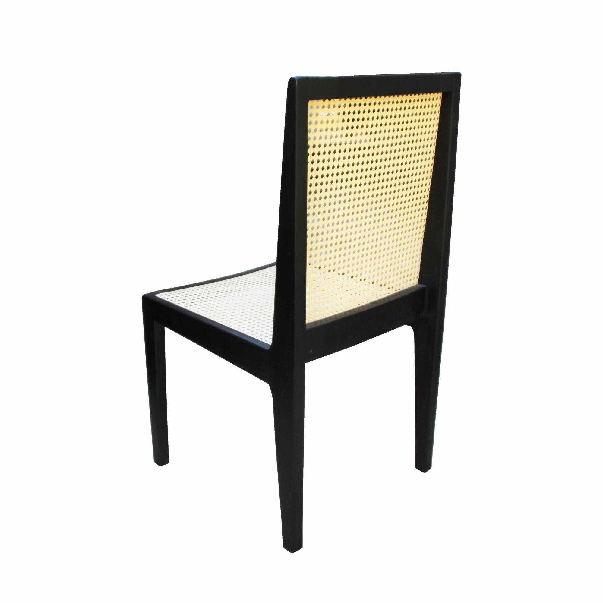 Cadeira De Madeira com Palha Artesanal Em madeira de Demolição Cor Preta